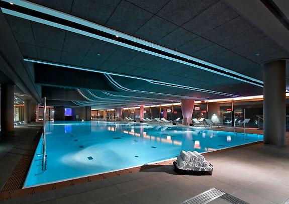 Club metropolitan un nuevo concepto de gimnasio for Gimnasio piscina sevilla