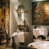Hotel Villa Padierna, Marbella. El restaurante La Veranda, decorado con pinturas, tapices y estatuas del siglo XVII y XIX